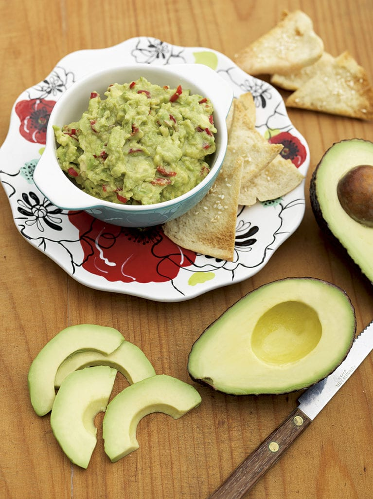 Pita Crisps with Chunky Guacamole Chicken
